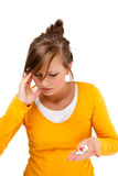Vrouw die keelpijn masseren stock afbeelding