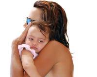 Vrouw die klein kind houdt royalty-vrije stock foto