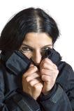 Vrouw die koud voelen Stock Afbeeldingen