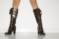 Vrouw die laarzen draagt. stock foto