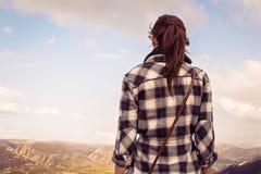 Vrouw die landschap kijkt Royalty-vrije Stock Afbeelding