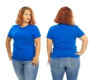 Vrouw die lege blauwe overhemdsvoorzijde en rug dragen stock afbeelding