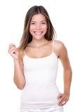 Vrouw die lege hand op witte achtergrond houden stock fotografie