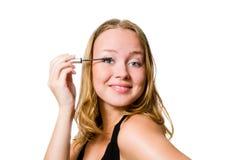 Vrouw die mascara toepast Stock Foto's