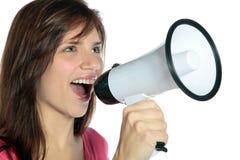 Vrouw die megafoon met behulp van Stock Foto's