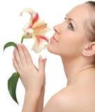 Vrouw die met bloem wordt geïsoleerdi Stock Foto