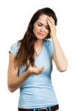 Vrouw die met hoofdpijn pil bekijken stock fotografie