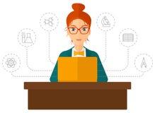 Vrouw die met laptop bestuderen Stock Foto
