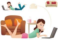 Vrouw die met laptop leggen vector illustratie