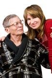 Vrouw die met liefde bejaarde vader bekijkt Royalty-vrije Stock Afbeeldingen