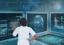 Vrouw die met medische interfaces tegen blauwe achtergrond met gloed interactie aangaan royalty-vrije stock foto's