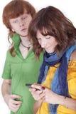 Vrouw die met mobiele telefoon babbelt Royalty-vrije Stock Foto