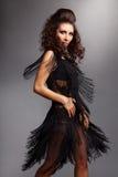 Vrouw die met vliegende tegenhangers danst Stock Foto