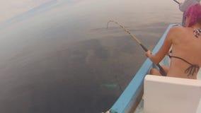 Vrouw die in Mexico vissen stock videobeelden