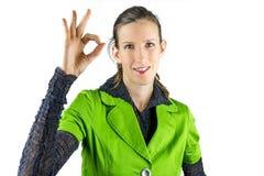 Vrouw die O.K. gebaar maken Stock Foto