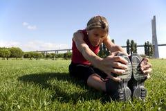 Vrouw die oefening doet openlucht Stock Fotografie