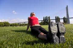 Vrouw die oefening doet openlucht Royalty-vrije Stock Afbeeldingen