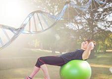 vrouw die oefening met baal in het park doen DNA-ketting over haar vector illustratie