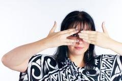Vrouw die ogen behandelt royalty-vrije stock foto's