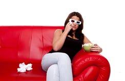 Vrouw die op 3D film let, Stock Afbeeldingen