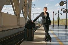 Vrouw die op een reis weggaat Stock Afbeelding