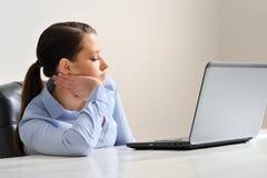 Vrouw die op het werk wachten Royalty-vrije Stock Foto's