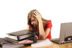 Vrouw die op het werk wordt overweldigd Stock Fotografie