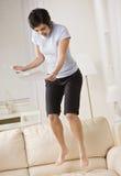 Vrouw die op Laag springt Stock Afbeelding