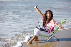 Vrouw die op zee werkt Royalty-vrije Stock Foto