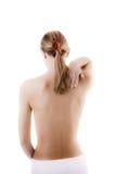 Vrouw die pijnrug masseert Stock Foto's