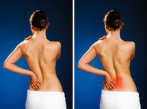Vrouw die pijnrug masseren stock foto's
