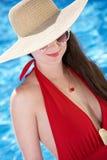 Vrouw die in Pool zwemt Stock Afbeeldingen