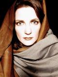 Vrouw die Portret 3 draagt van de Sjaal Stock Afbeelding