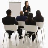 Vrouw die presentatie geeft stock foto