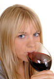 Vrouw die rode wijn drinkt Royalty-vrije Stock Fotografie