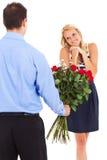 Vrouw die rozen ontvangen Royalty-vrije Stock Afbeeldingen
