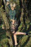 Vrouw die schoenen voorstelt Royalty-vrije Stock Fotografie