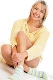Vrouw die sokken draagt Royalty-vrije Stock Afbeeldingen