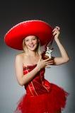 Vrouw die sombrerohoed dragen Stock Foto