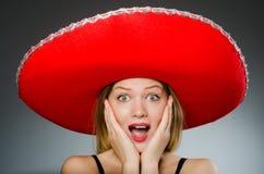 Vrouw die sombrerohoed dragen Royalty-vrije Stock Foto's