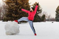 Vrouw die sportkleding dragen tijdens de winter Royalty-vrije Stock Afbeelding