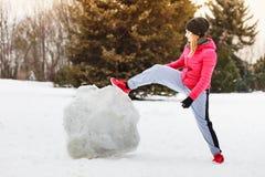 Vrouw die sportkleding dragen tijdens de winter Stock Foto