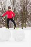 Vrouw die sportkleding dragen die tijdens de winter uitoefenen Royalty-vrije Stock Fotografie