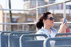 Vrouw die stad fotograferen Royalty-vrije Stock Foto