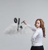 Vrouw die symbool van percenten tonen Bankstorting of Verkoopconcept royalty-vrije stock afbeelding