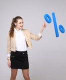Vrouw die symbool van percenten tonen Bankstorting of Verkoopconcept royalty-vrije stock foto's