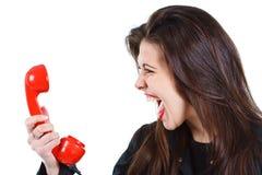 Vrouw die in telefoon gilt Stock Foto