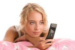 Vrouw die telefoon met behulp van royalty-vrije stock fotografie