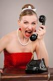 Vrouw die in telefoon schreeuwt Royalty-vrije Stock Foto