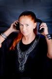 Vrouw die telefoons opstijgen royalty-vrije stock fotografie